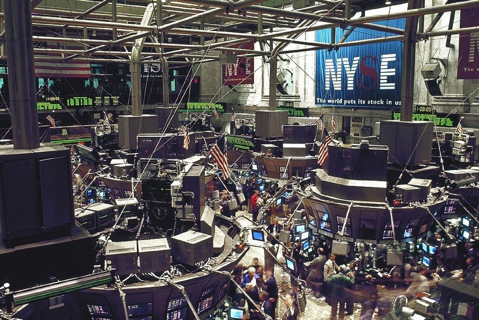 Futures, Stocks Advance With Crude; Dollar Falls: Markets Wrap Image